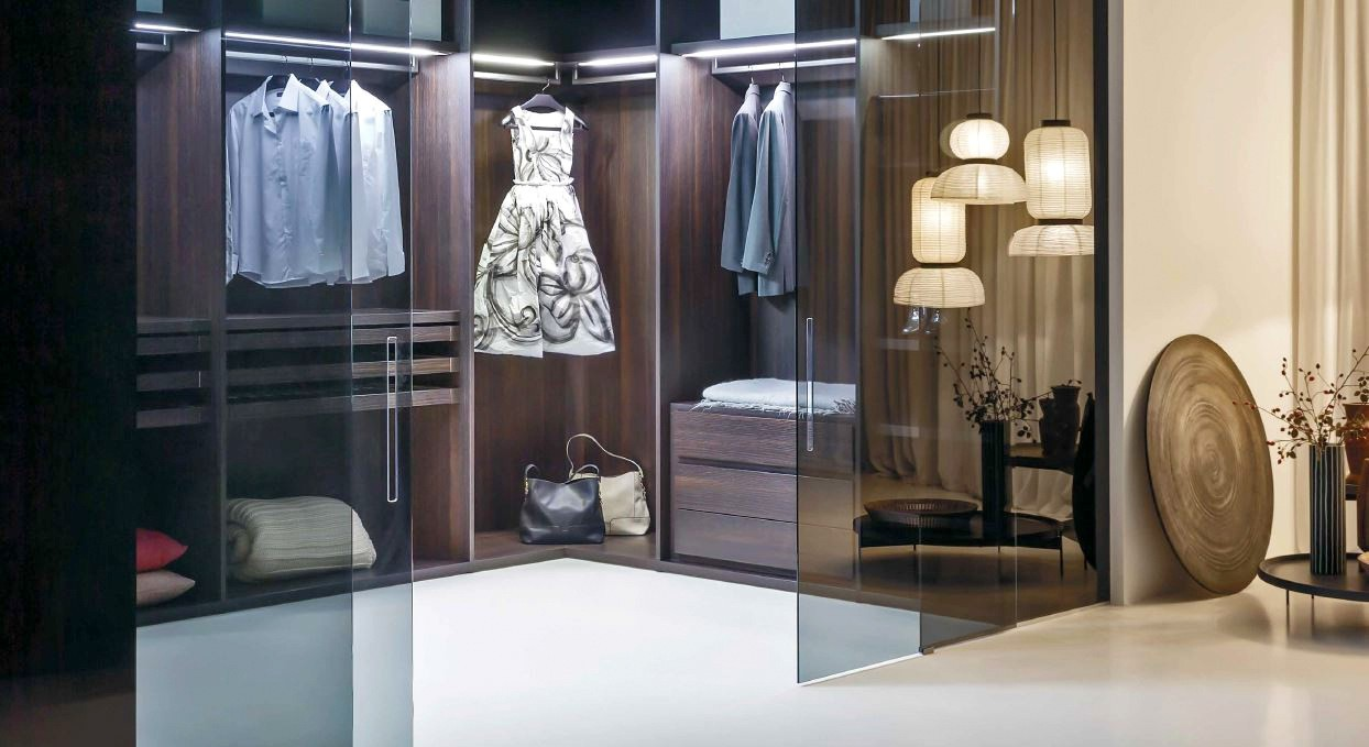 Sipario Walk In Wardrobe with Vista Doors