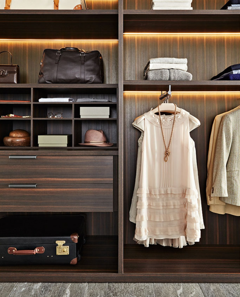 Molteni Gliss Master Walk In Wardrobe Internals