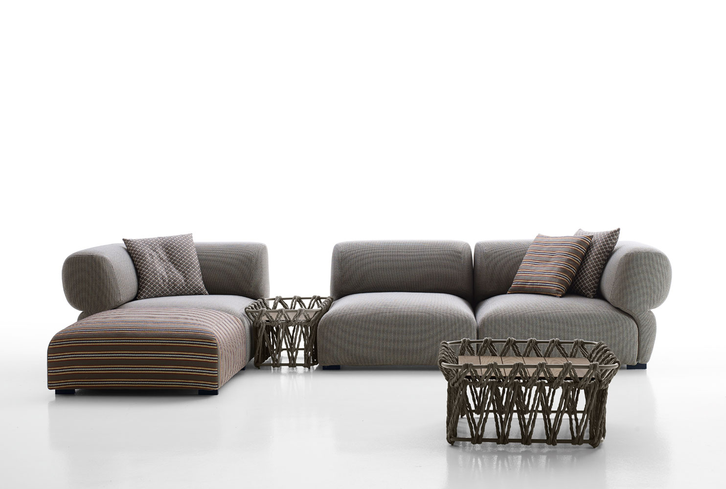 b b italia outdoor butterfly sofa buy from campbell. Black Bedroom Furniture Sets. Home Design Ideas