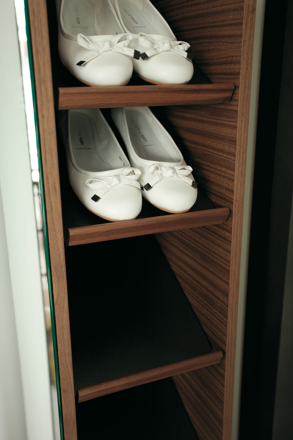 Porada Girilla Mirrored Shoerack