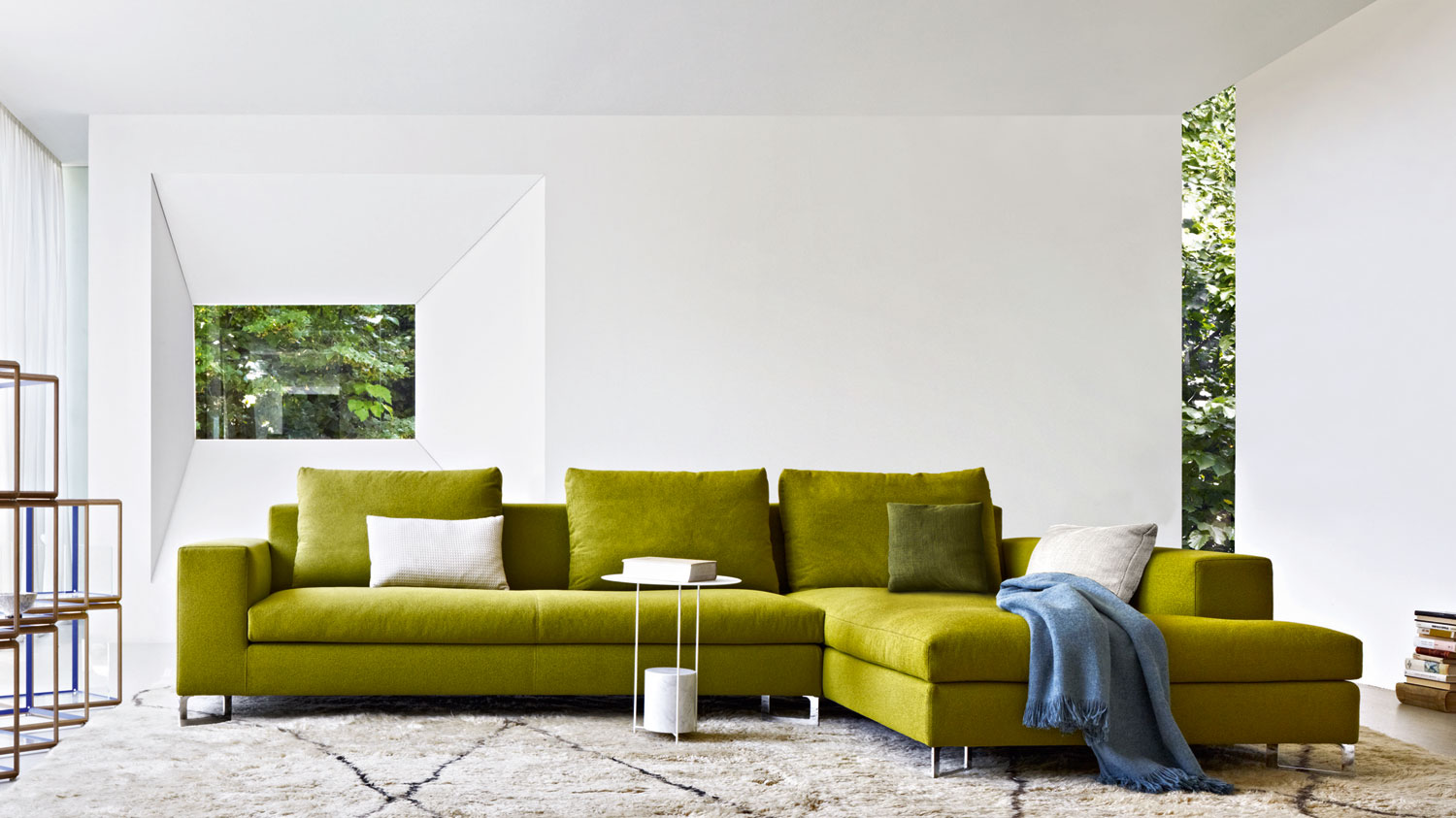 sofa chaise longue verde with Molteni C Large Sofa on Le Chien Savant Playful Dog Shaped Chair as well Emerald Green Sofas together with Silla Gamer Roja likewise Sofa Cama Italiana Erika C2x15241046 as well Divano Angolare Misure.
