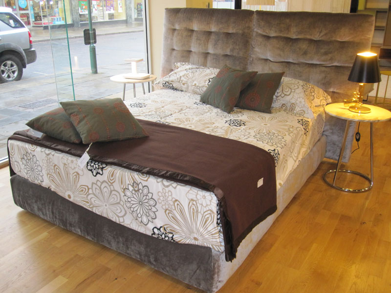 Clearance: Angle Bed Flou (Ex-Display)